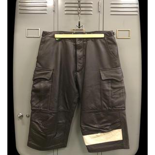 アンダーカバー(UNDERCOVER)のUNDERCOVER Line Leather Cargo Short(ショートパンツ)