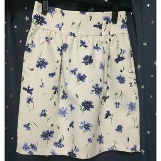 ノエラ(Noela)のほぼ新品!ノエラ 花柄スカート(ひざ丈スカート)