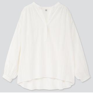 ユニクロ(UNIQLO)のコットンドビーギャザーブラウス Mサイズ(シャツ/ブラウス(長袖/七分))