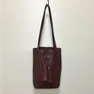 ケービーエフ(KBF)のKBF+ タッセル巾着バッグ レッド 赤 ショルダーバッグ 巾着型 レディース(ショルダーバッグ)