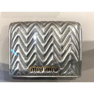 miumiu - ミュウミュウ MIU MIU 折りたたみ財布二つ折り財布 ミニ財布 シルバー