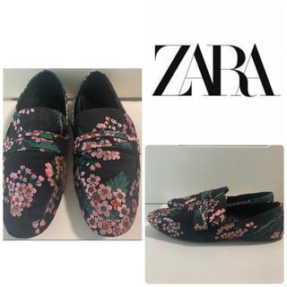 ZARA - ZARA ブラックキャンバス フラワー ローファー
