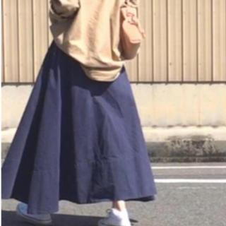 マディソンブルー(MADISONBLUE)のマディソンブルー バックサテンマキシ スカート 紺 ネイビー 01(ロングスカート)