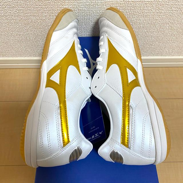 MIZUNO(ミズノ)のミズノ 数量限定 モレリア IN ホワイト×ゴールド   26.5cm スポーツ/アウトドアのサッカー/フットサル(シューズ)の商品写真