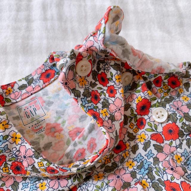 babyGAP(ベビーギャップ)のギャップ ベビー キッズ/ベビー/マタニティのベビー服(~85cm)(ロンパース)の商品写真