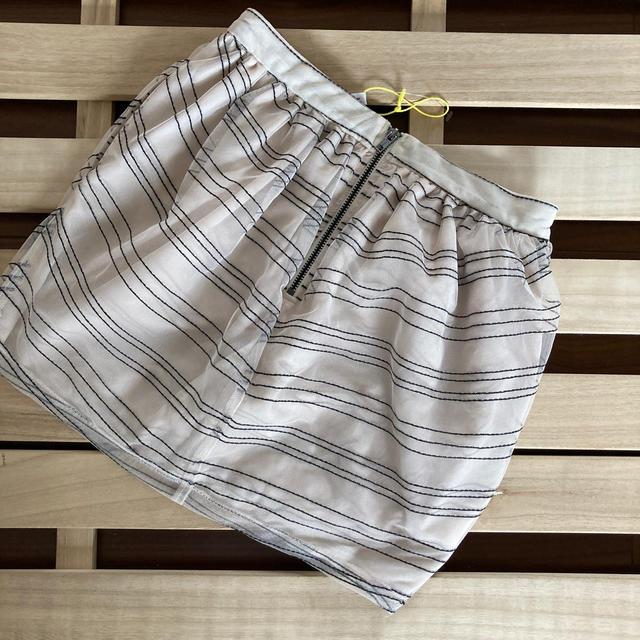 BCBGMAXAZRIA(ビーシービージーマックスアズリア)のBCBGENERATION スカート  レディースのスカート(ミニスカート)の商品写真