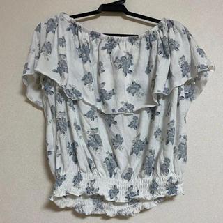 ウィゴー(WEGO)のWEGO オフショルダー 花柄(シャツ/ブラウス(半袖/袖なし))