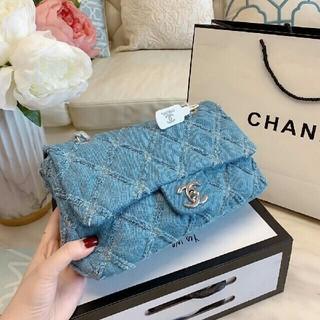 CHANEL - CHANELの新商品のキャビアショルダーバッグ