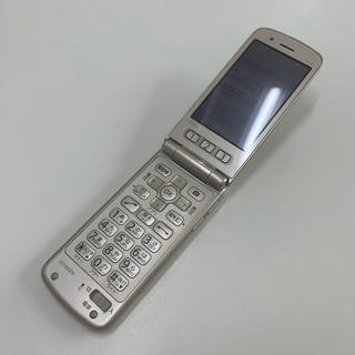 キョウセラ(京セラ)のau 簡単ケータイ K101 ゴールド(携帯電話本体)