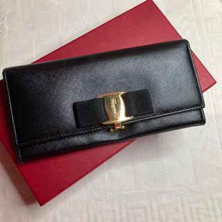 サルヴァトーレフェラガモ(Salvatore Ferragamo)の美品♡サルヴァトーレフェラガモ ヴァラ長財布(財布)