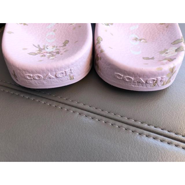 COACH(コーチ)の【未使用】コーチ スライド サンダル レディース 花柄 パステルピンク レア レディースの靴/シューズ(サンダル)の商品写真