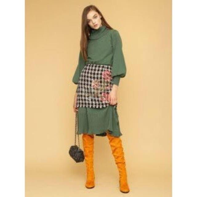 Lily Brown(リリーブラウン)のボリューム袖ロングニットワンピース レディースのワンピース(ひざ丈ワンピース)の商品写真