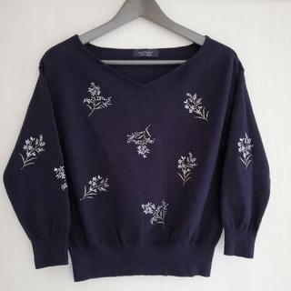 ジャスグリッティー(JUSGLITTY)のジャスクリッティー ♡ フラワー刺繍 Vネックニット(ニット/セーター)
