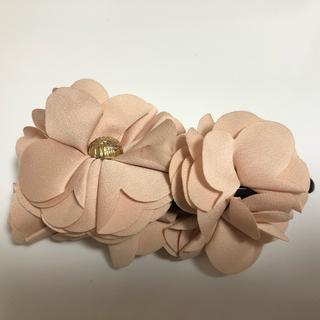 アネモネ(Ane Mone)の新品・未使用【Ane Mone】花飾りバナナクリップ(バレッタ/ヘアクリップ)