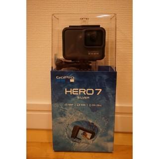 ゴープロ(GoPro)のGOPRO HERO 7 SILVER アクセサリーキット 64GBSD付属(ビデオカメラ)