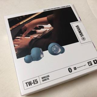 ヤマハ(ヤマハ)のYAMAHA ワイヤレスイヤホン TW-E5A スモーキーブルー(美品)(ヘッドフォン/イヤフォン)