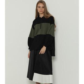 グレースコンチネンタル(GRACE CONTINENTAL)のバイカラーサテンスカート(ロングスカート)