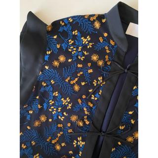 マメ(mame)の美品 ♡ mame マメ 刺繍 トップス ネイビー size2(シャツ/ブラウス(半袖/袖なし))