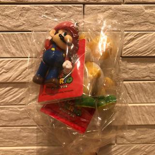 ニンテンドウ(任天堂)のスーパーマリオ スイングマスコット キーホルダー   ②マリオ&きいろヨッシー(ゲームキャラクター)