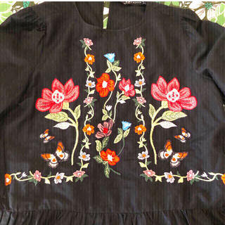 ZARA - ZARA ブラックに刺繍長袖トップス  XS