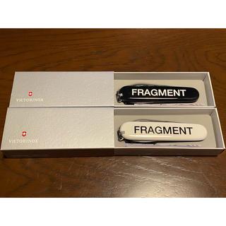 FRAGMENT - fragment × victorinox マルチツール 黒、白セット