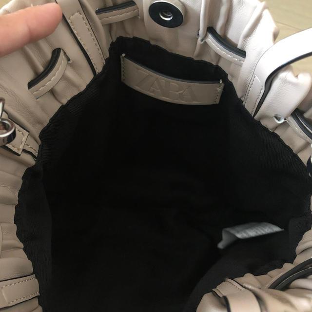 ZARA(ザラ)のZARA プリーツ加工入りミニバスケットバック レディースのバッグ(ショルダーバッグ)の商品写真