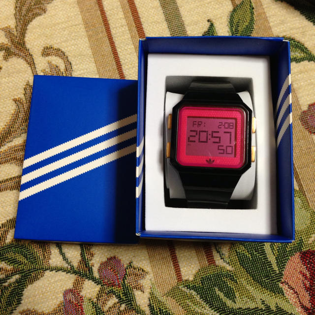 adidas(アディダス)の箱付き!adidas腕時計 レディースのファッション小物(腕時計)の商品写真