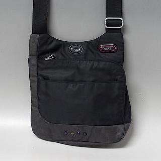 トゥミ(TUMI)の【トゥミ/TUMI】T-TECH CENTRE ZIP ボディーバッグ(メッセンジャーバッグ)