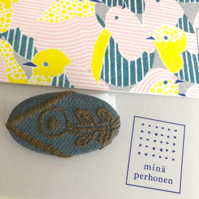 mina perhonen(ミナペルホネン)のミナペルホネン サンキューベリーバッジ レディースのアクセサリー(ブローチ/コサージュ)の商品写真