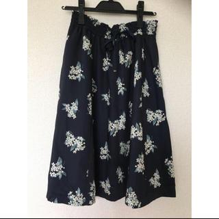 ジルバイジルスチュアート(JILL by JILLSTUART)のボタニカルフラワースカート(ひざ丈スカート)