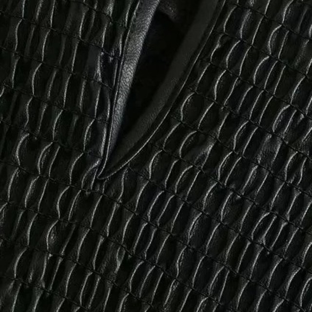 ZARA(ザラ)のフェイクレザー ブラウス レディースのトップス(シャツ/ブラウス(長袖/七分))の商品写真