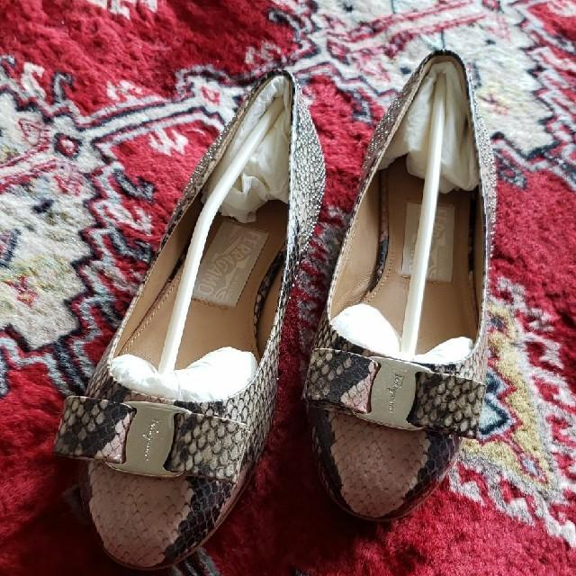 Ferragamo(フェラガモ)のS⭐C様専用フェラガモフラットシューズ レディースの靴/シューズ(バレエシューズ)の商品写真