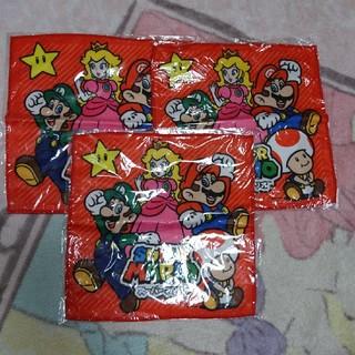 ニンテンドウ(任天堂)のスーパーマリオ マイクロファイバーハンカチ・赤・3枚セット(キャラクターグッズ)