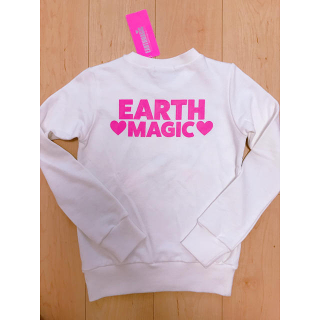 EARTHMAGIC(アースマジック)のアースマジック 新品未使用 トレーナー 140 キッズ/ベビー/マタニティのキッズ服女の子用(90cm~)(Tシャツ/カットソー)の商品写真