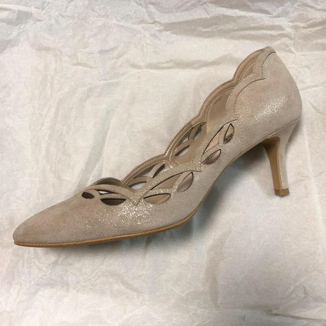 DIANA(ダイアナ)の【美品】Diana ダイアナ レーザーカットパンプス レディースの靴/シューズ(ハイヒール/パンプス)の商品写真