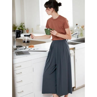 UNIQLO - 新品 ユニクロ  クレープジャージー スカートパンツ