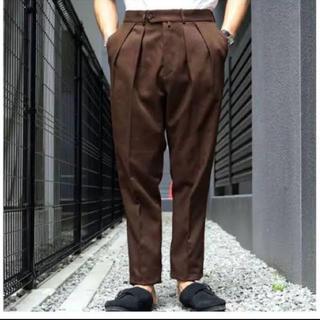 コモリ(COMOLI)の19AW neat ニート ブラウン コットン カルゼ テーパード パンツ(スラックス)