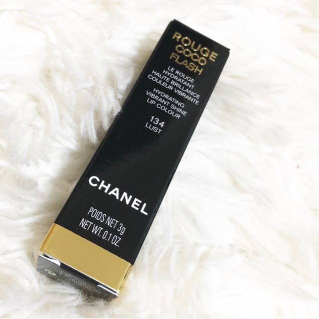 CHANEL(シャネル)の新品未使用 CHANEL シャネル ルージュココフラッシュ 134 ラスト コスメ/美容のベースメイク/化粧品(口紅)の商品写真