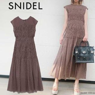 snidel - 新品 SNIDEL シャーリングノースリワンピース