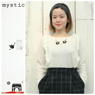 ミスティック(mystic)の桃さん着用 mystic 肩フリルニット 黒色(ニット/セーター)