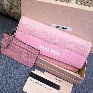 ミュウミュウ(miumiu)のほぼ未使用☆ミュウミュウ 長財布 ロゴ カードケース バッグ 財布 小物(財布)