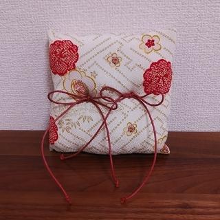 リングピロー 和婚 和式 和装 結婚式 指輪台 紗綾形 ちりめん 赤 白
