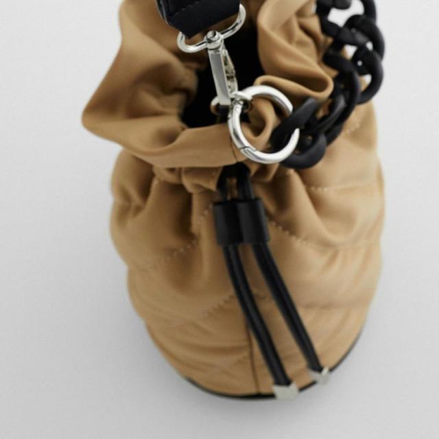 ZARA(ザラ)のZARA【ミニバケットバッグ】新品未使用 レディースのバッグ(ショルダーバッグ)の商品写真