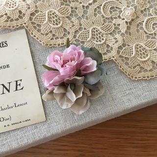 ローズピンクバラとブルーグリーン、ベージュ紫陽花のコサージュ (コサージュ/ブローチ)