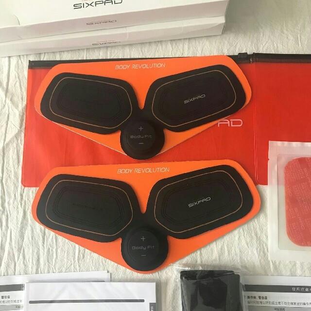 SIXPAD(シックスパッド)の新品 MTG SIXAD腕フィットネス男女兼用 Abs Fit 2個セット スポーツ/アウトドアのトレーニング/エクササイズ(トレーニング用品)の商品写真