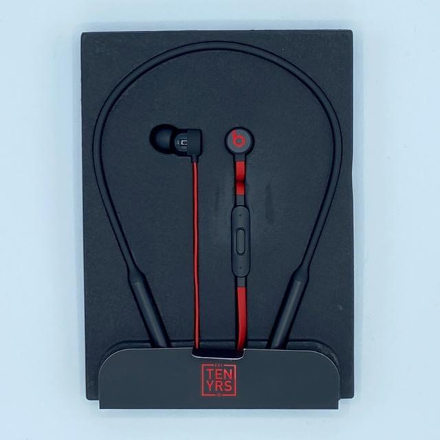 Apple(アップル)のBeats X 10周年記念限定カラー スマホ/家電/カメラのオーディオ機器(ヘッドフォン/イヤフォン)の商品写真