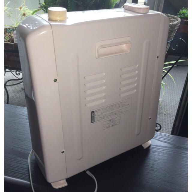 三菱電機(ミツビシデンキ)のMITSUBISHI 電気ストーブ(スチーム付) 淡いピンク色 スマホ/家電/カメラの冷暖房/空調(電気ヒーター)の商品写真