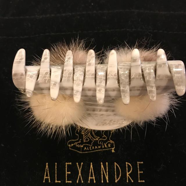 Alexandre de Paris(アレクサンドルドゥパリ)のMimi様ご専用 アレクサンドルドゥパリ  ミンク クリップ 最終価格 レディースのヘアアクセサリー(バレッタ/ヘアクリップ)の商品写真