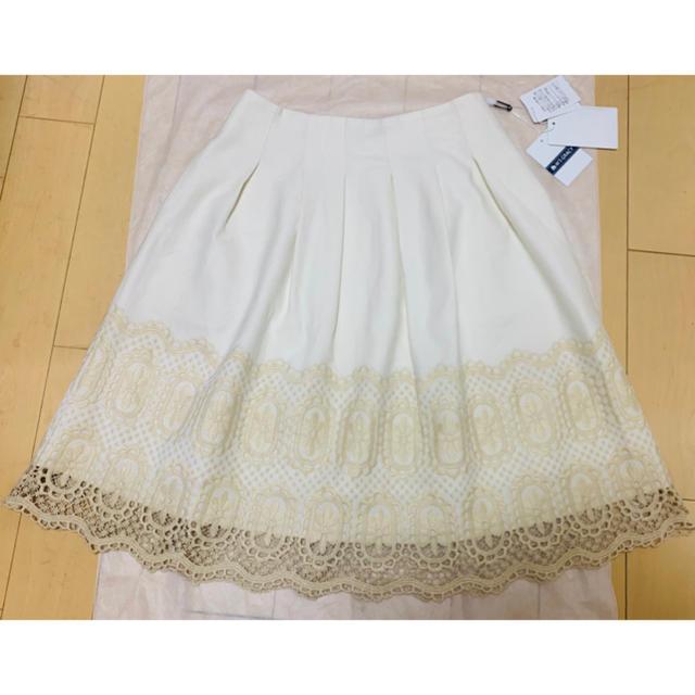 M'S GRACY(エムズグレイシー)の新品タグ付き M'sGRACY♡ 2019年 レース刺繍ホワイトスカート  レディースのスカート(ひざ丈スカート)の商品写真
