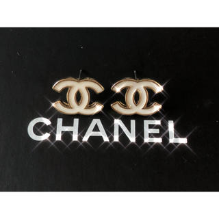 CHANEL - 非売品 CHANEL PIERCE WHITE × GOLD